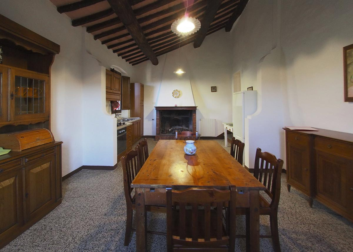 Interior of the Casa da Guardia: tuscany villas for rent