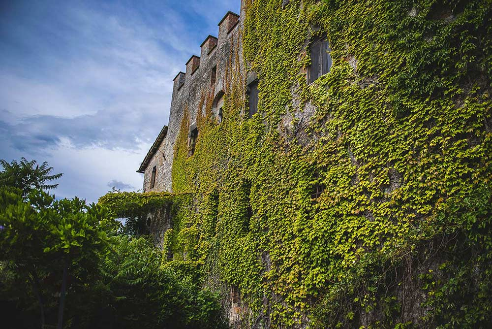The beauty of the uncontaminated nature of the Montalto Castle, for family holidays in italy