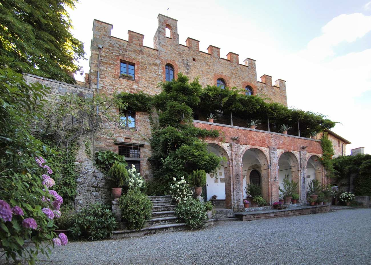 A real large Tuscan villa inside the Castle. Italy Villas.